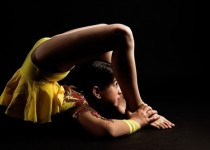 Back_Stage_Kitty_Hagen_acrobatiek_slangenmens_3